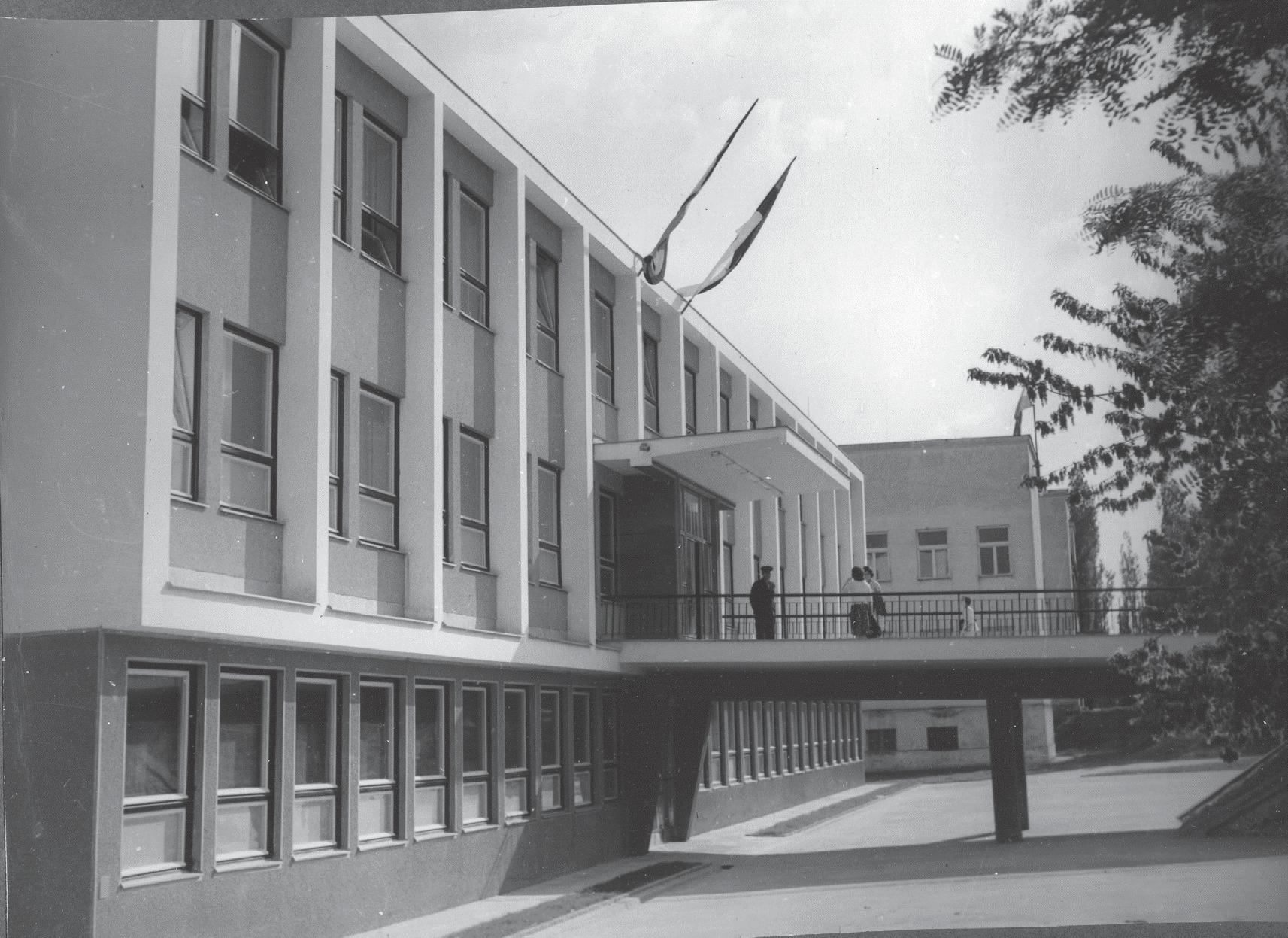 Zgrada poliklinike 1963